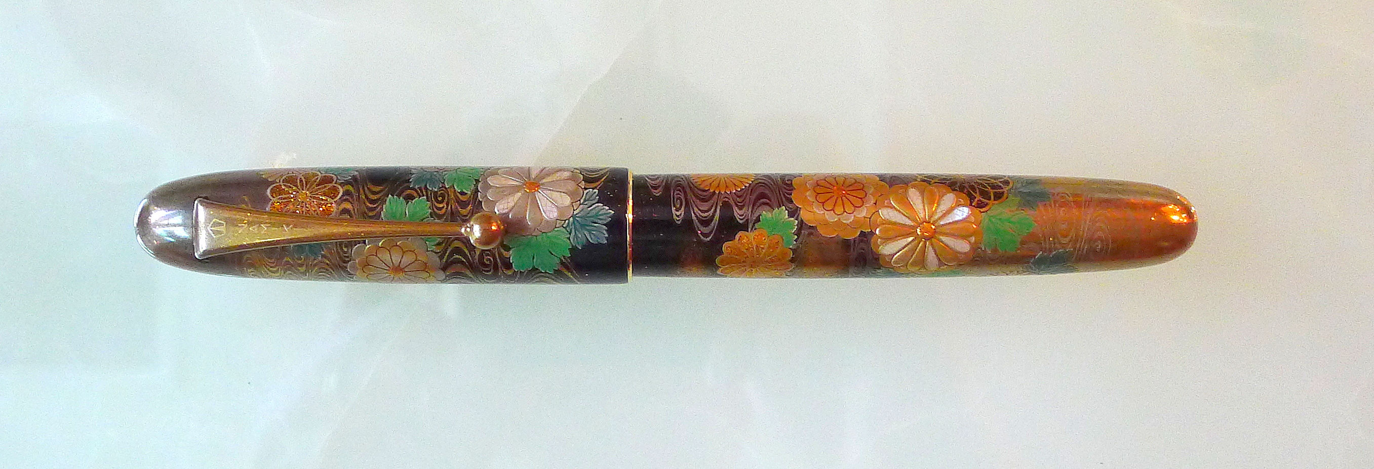 Close view of Yukari Royal Chrysanthemum Flowers fountain pen