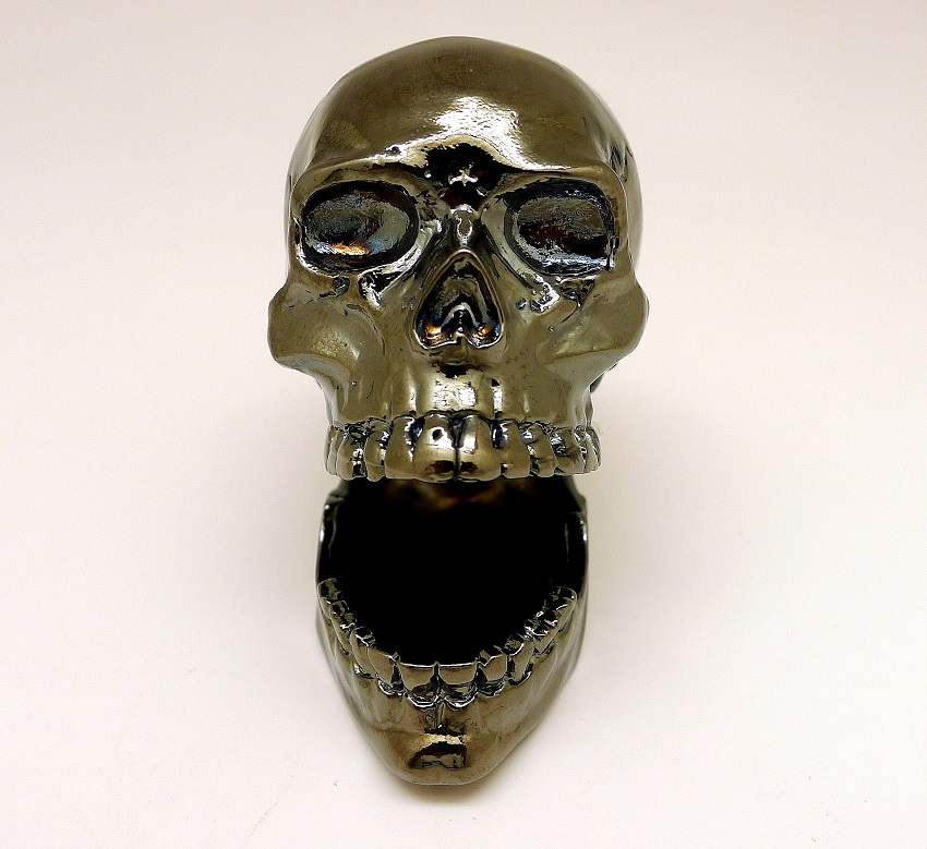 Black Skulls. Skulls. Namecard holder. Pewter